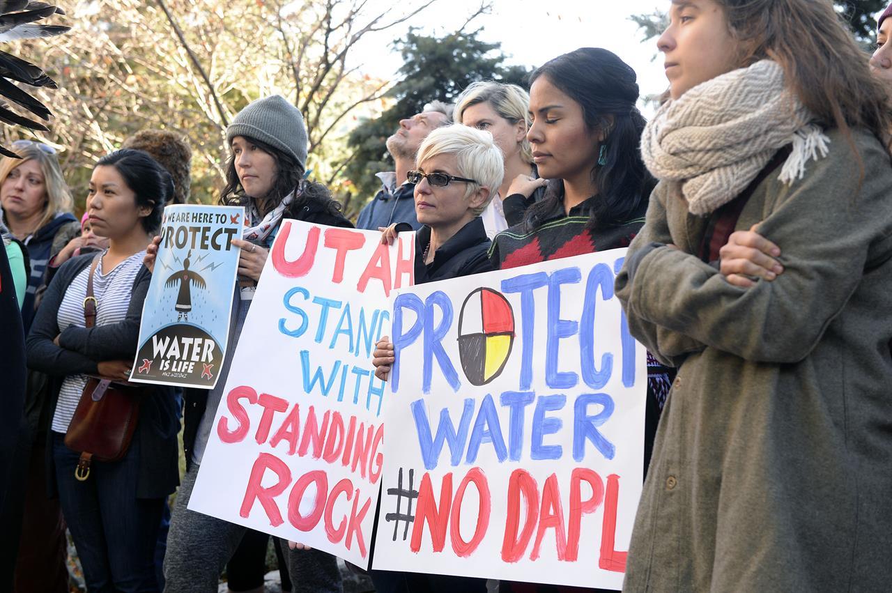 obama says army corps examining dakota oil pipeline route