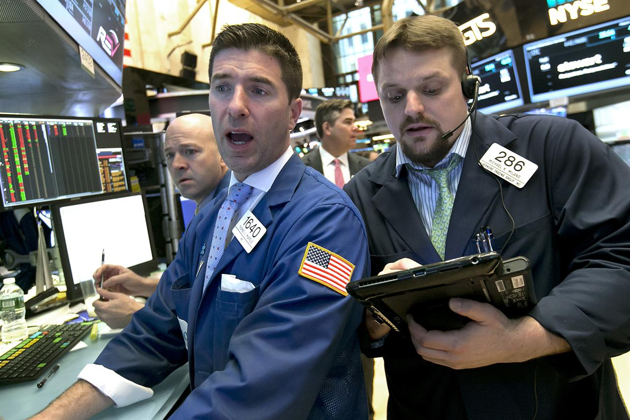 US stock indexes close mostly higher; oil up