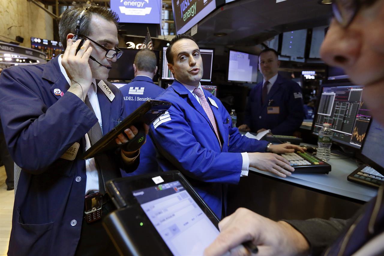 US stocks close higher; Nasdaq climbs to an all-time high