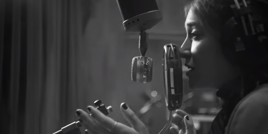 Lauren Daigle Christmas.Lauren Daigle The Christmas Song Official Music Video