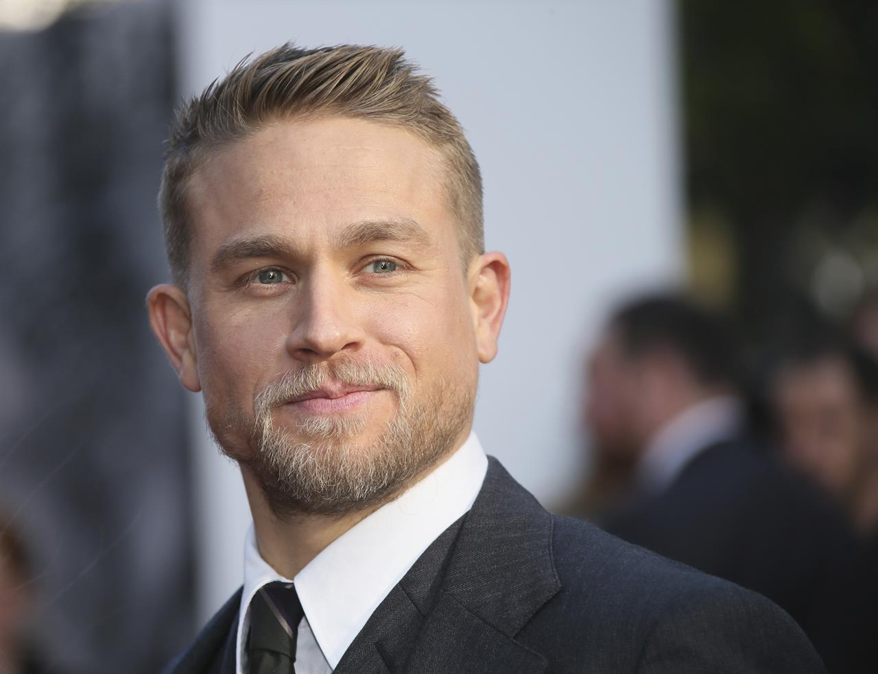 How Charlie Hunnam Talked His Way Into Being King Arthur Am 920