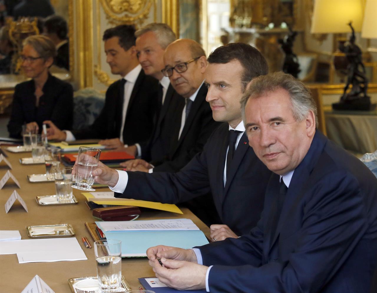 French President Macron talks to Putin, faces media uproar ...