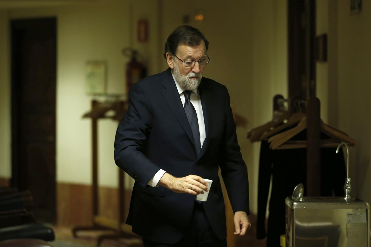Spain PM Rajoy fends off criticism in no-confidence debate | AM ...