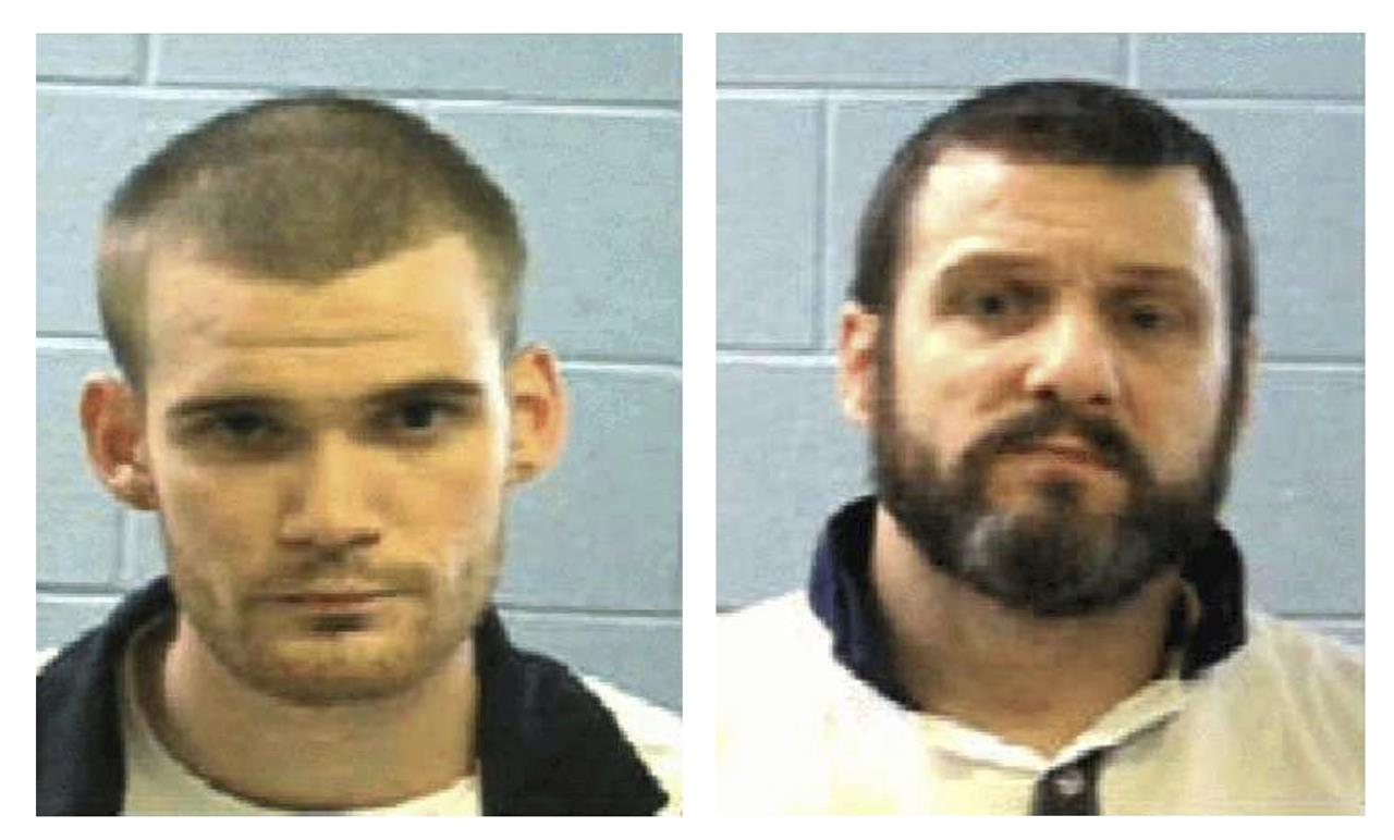 Sheriff: Lawmen 'desperately' searching for killer inmates