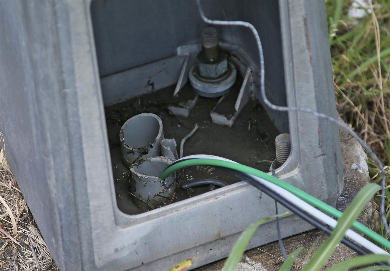 A Risky Fix To Repair Citys Gutted Streetlight Grid Am 1590 The How Replace Aluminum Wiring In House