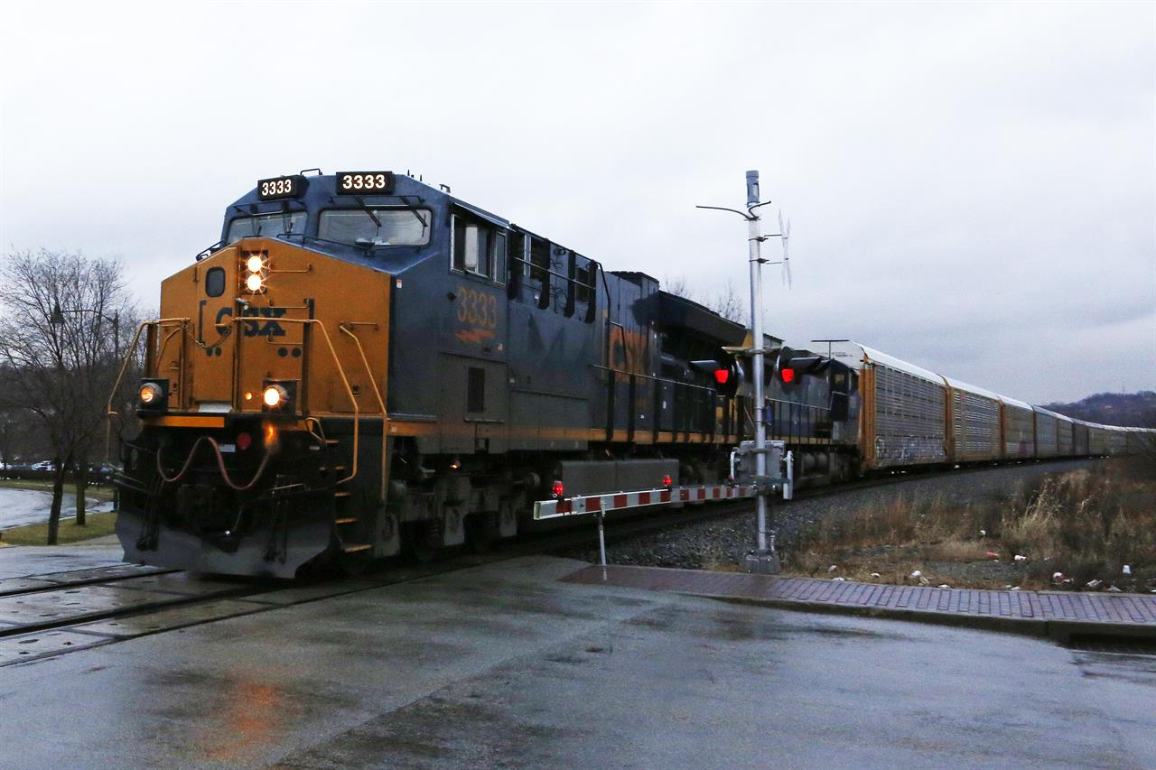 CSX railroad delivers 15 percent improvement in 2Q profit ...