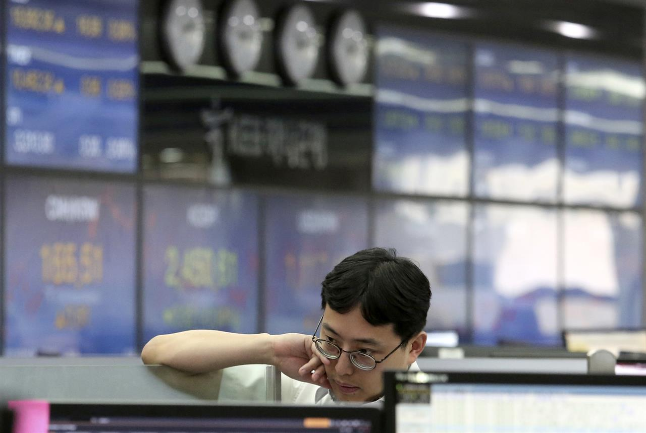 Global stocks mostly higher amid earnings reports