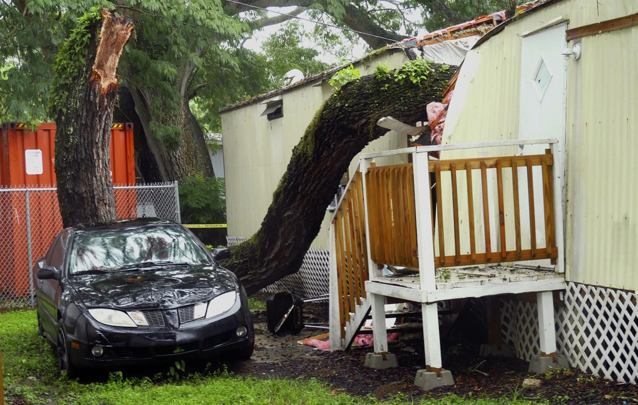 Tropical Depression Emily Heads Further Offshore In Atlantic Part Of A Tree Rests On Mobile Home The Easy Living Park