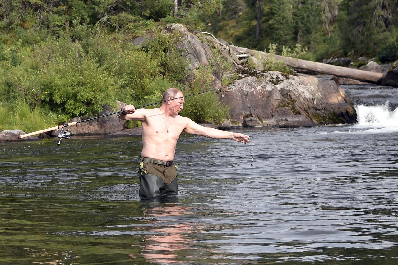 Russia's Putin shows off spoils from Siberia fishing trip ...