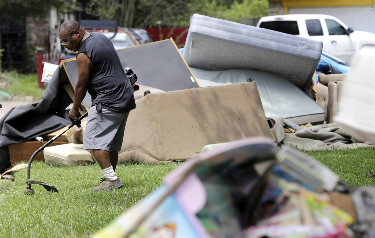 houston cleanup has little crime and lots of helping hands | am 1590