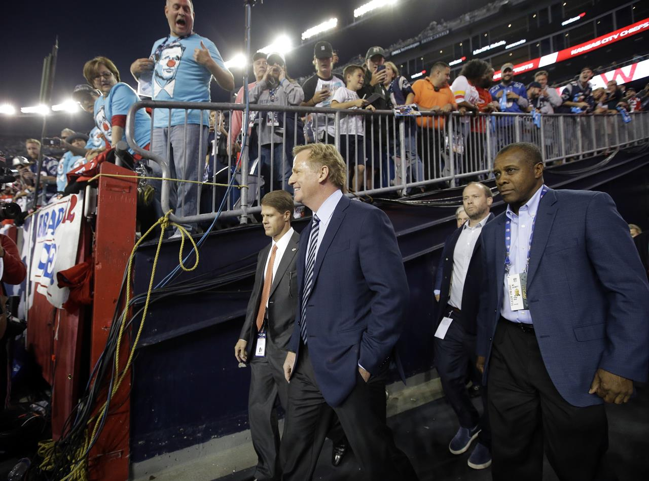 262eea0b Patriots fans cheer 5th banner, boo commissioner Goodell | AM 1070 ...