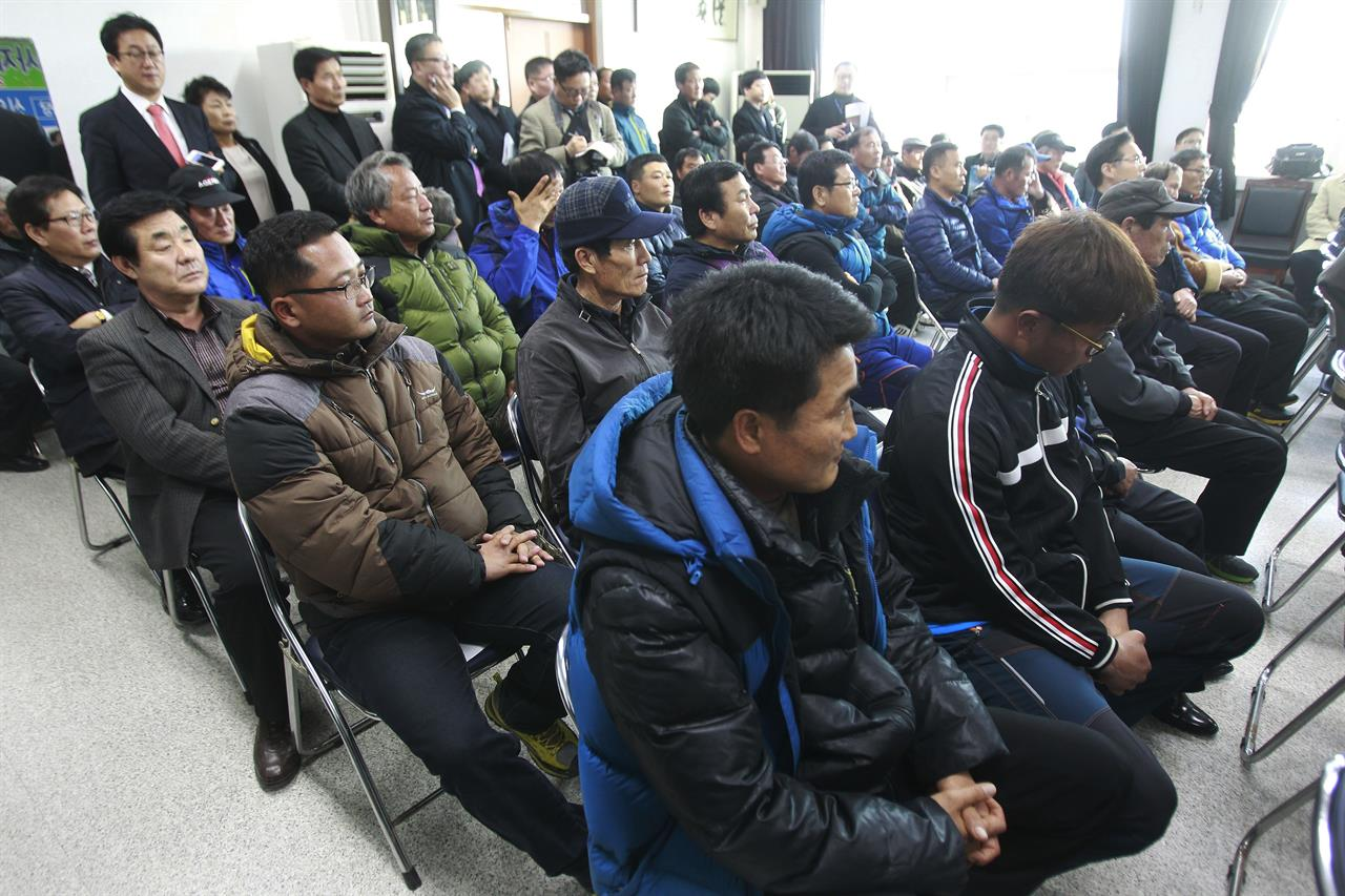 SKorean court says government must pay salt farm slaves SKorean court says government must pay salt farm slaves new images