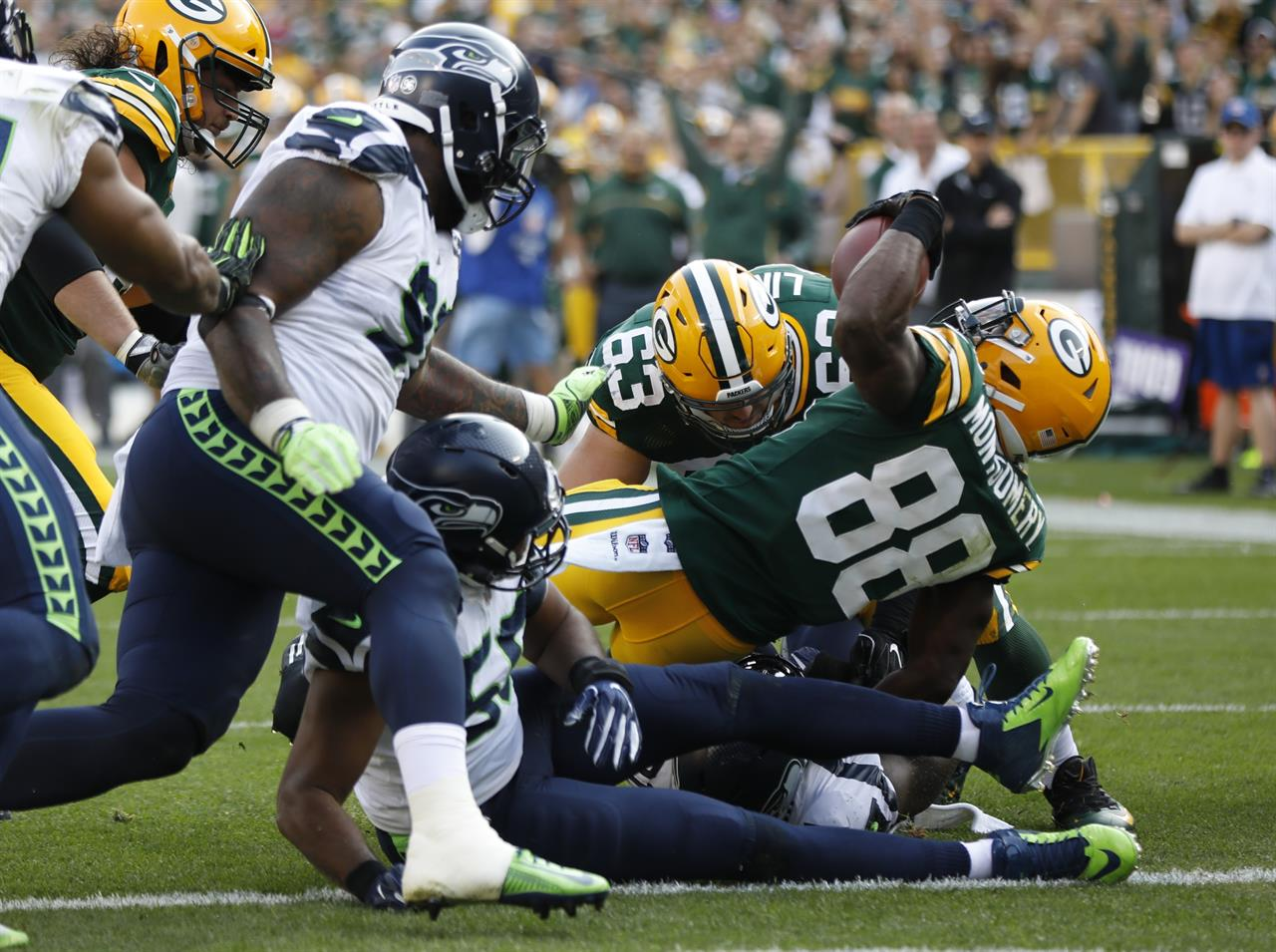 Packers beat Seahawks 17-9 to take NFC heavyweight match