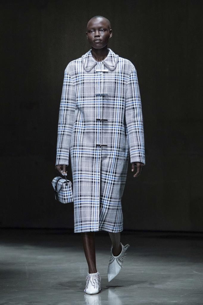 Kane mixes it up, Erdem sparkles at London Fashion Week | AM