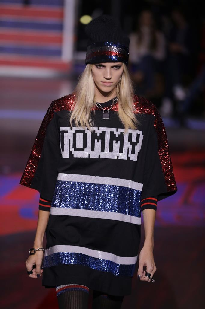 7e56cd3b A model wears a creation by designer Tommy Hilfiger at the Spring/Summer  2018 runway show in London, Tuesday, Sept. 19, 2017. (AP Photo/Alastair  Grant)