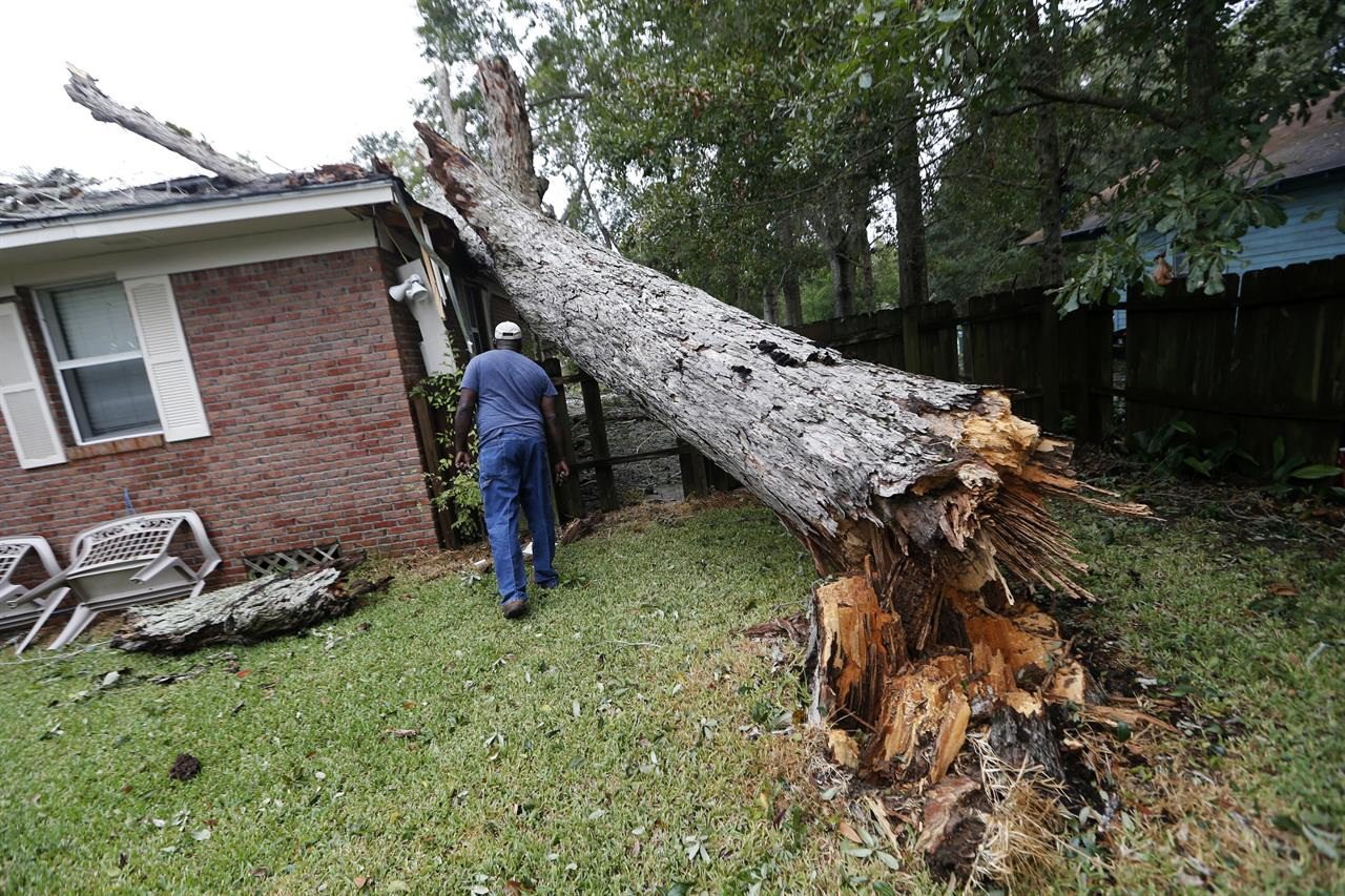 a weakened nate brings flooding power outages to gulf coast