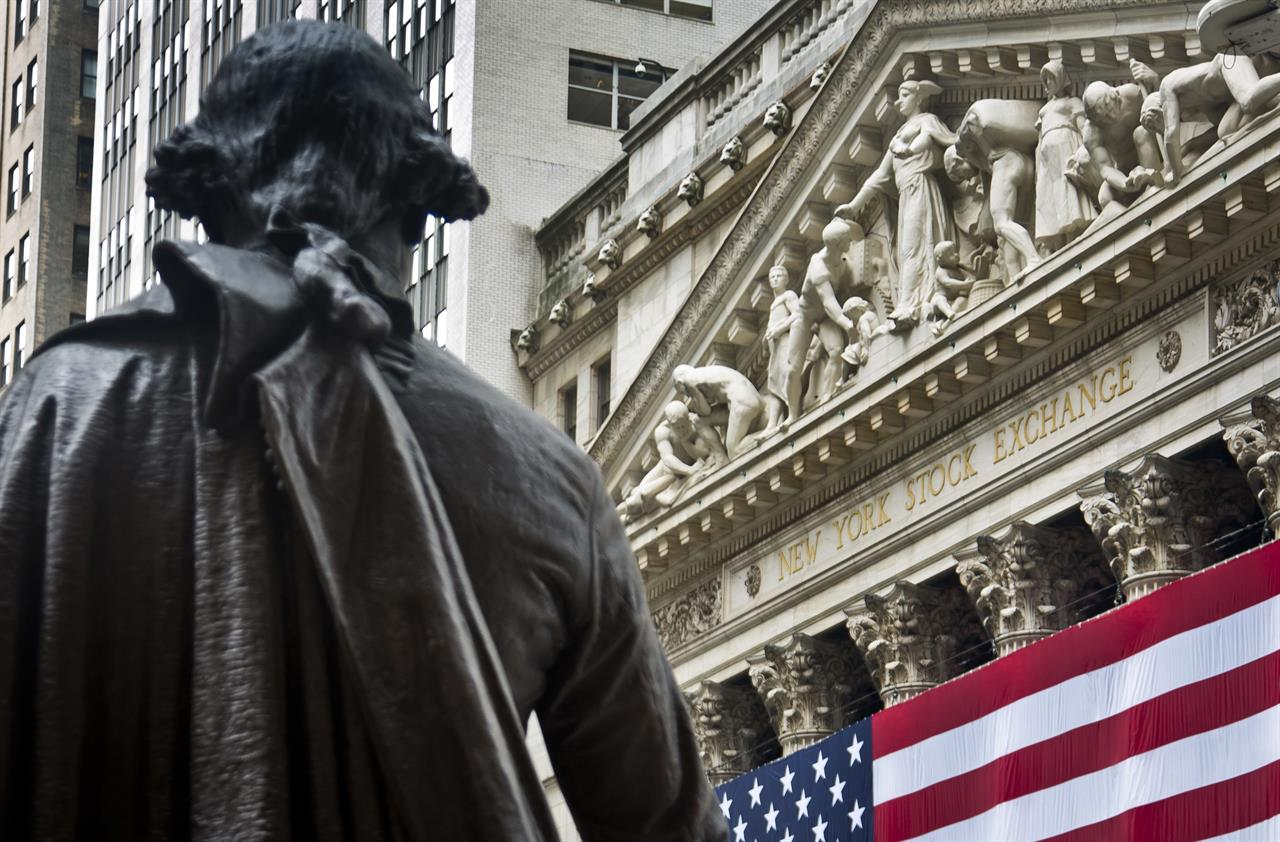 US stock indexes mostly lower in afternoon trading; oil down