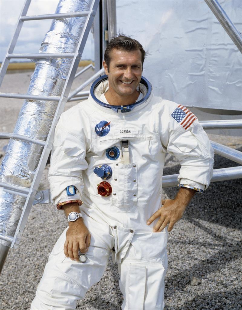 Apollo 12 astronaut Richard Gordon, who circled moon, dies ...