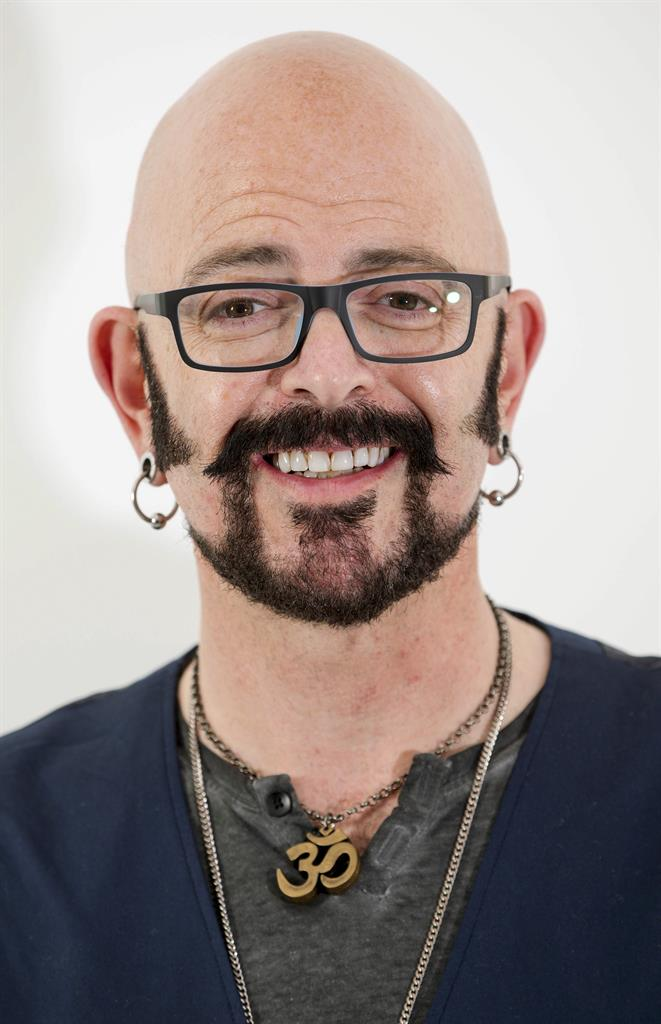 Jackson galaxy the tv cat guy is out with a new book 710 for Jackson galaxy cat mojo