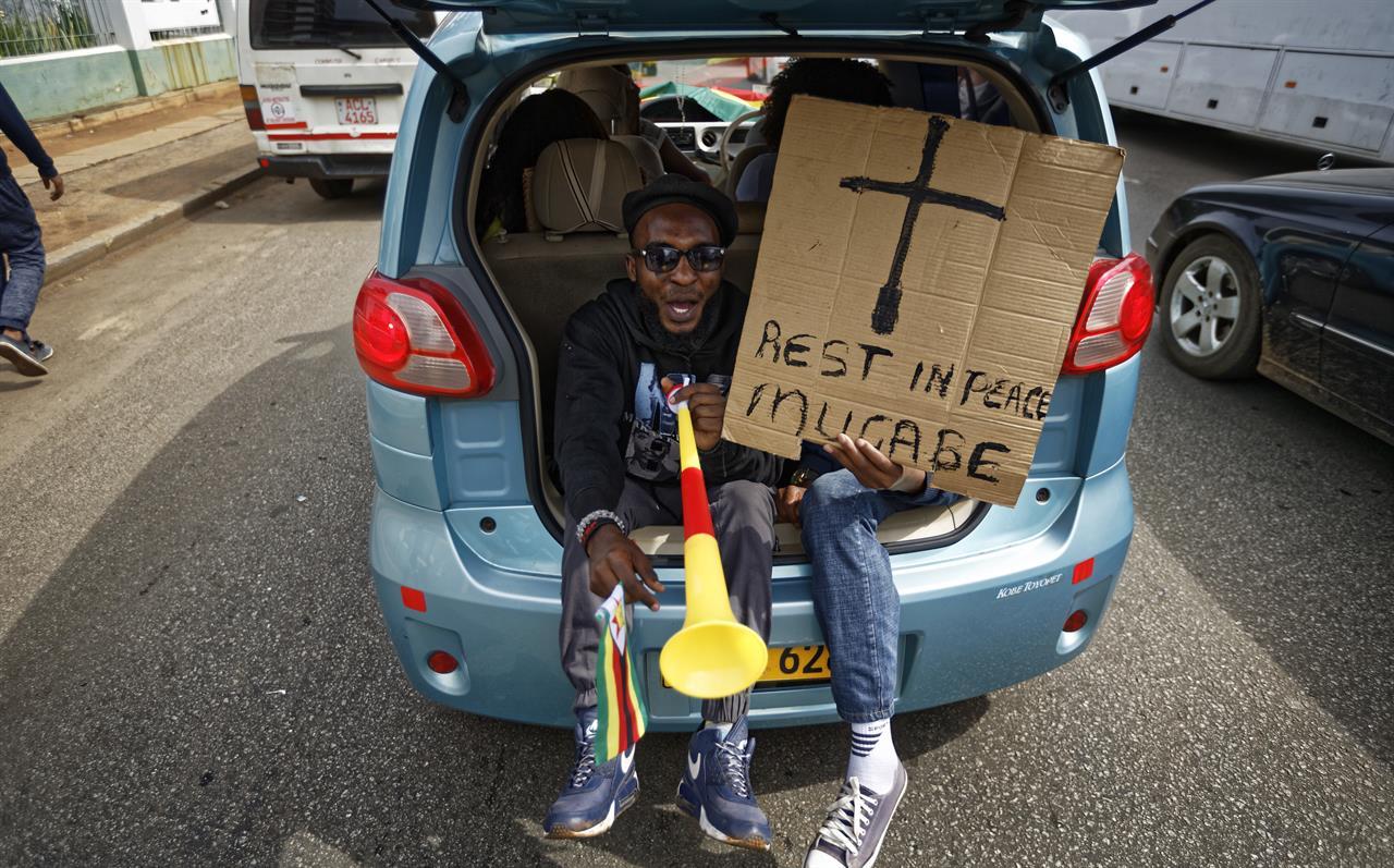 Zimbabwe ruling party says Mugabe goes or impeachment starts
