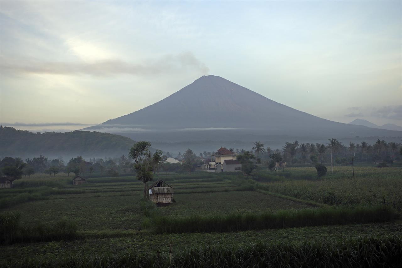 bali volcano emits wispy plume of steam flights resume