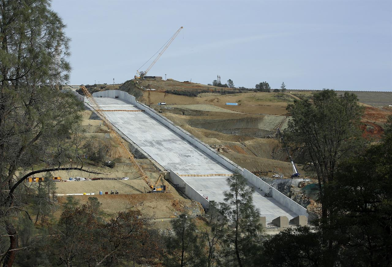Californians blast state over repairs to tallest US dam | AM 970