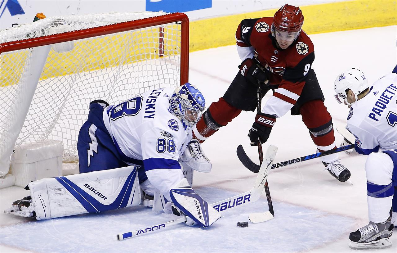 NHL-best Lightning beat Coyotes 4-1 for 6th straight win | AM 1190
