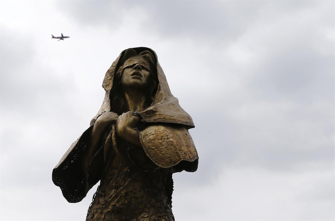 Womens Group Asks Philippine Leader To Keep Abuse Statue -6502