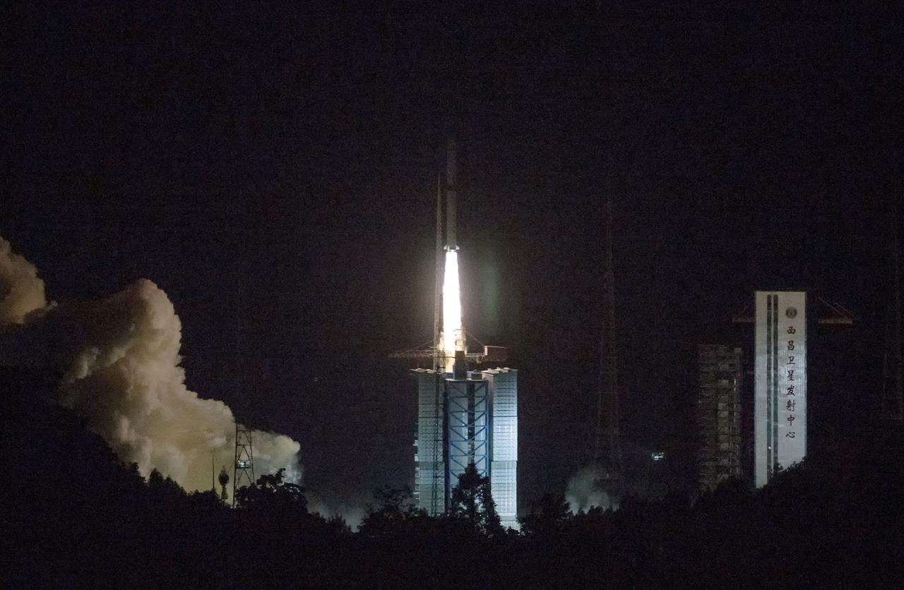 China launched a satellite relay to the moon 92