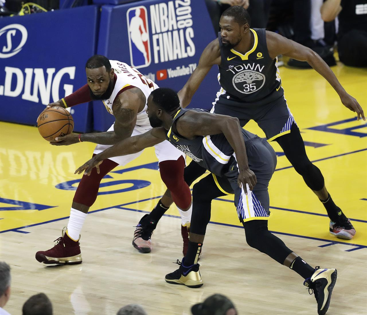 The Latest: Curry Sets Finals Record, Warriors Win 122-103