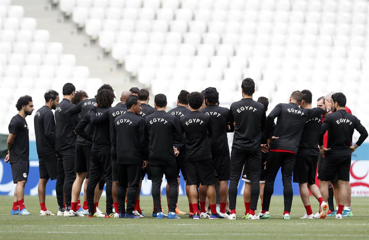 3a35dabc5 ... Salah in better shape before Egypt s last World Cup match. Egypt head  coach Hector Cuper gives instructions to his players during Egypt s  official ...
