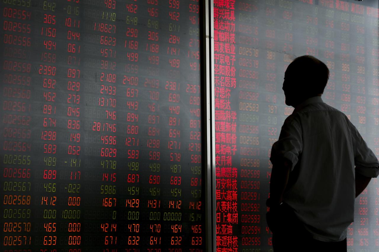 Global stocks sink on trade worries, oil mixed