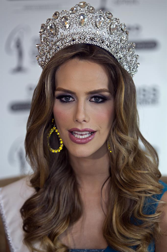 Biological Male Is Crowned Miss Nevada USA - Lamira Auto Parts