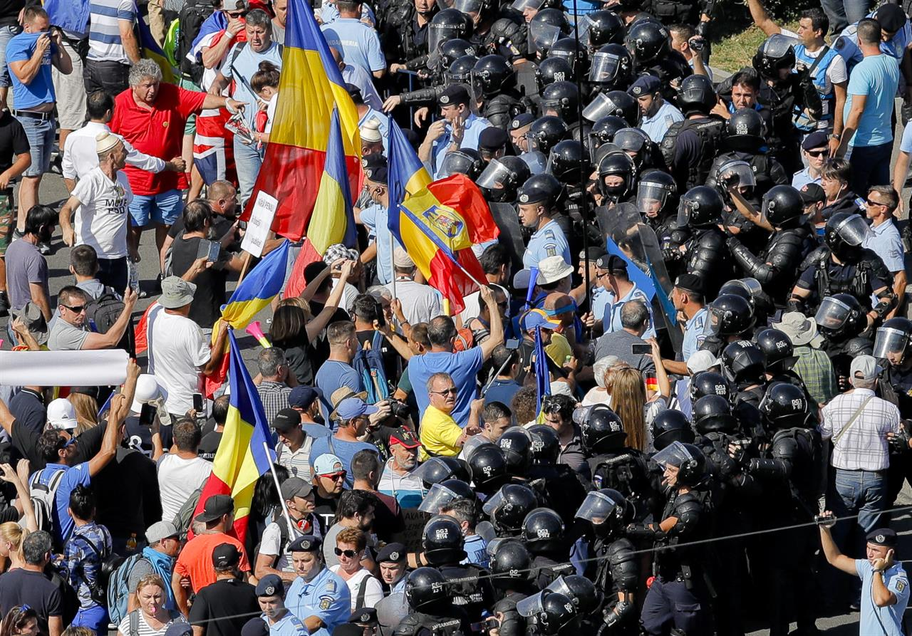 Image result for Romanian expats stage huge anti-govt protest in Bucharest