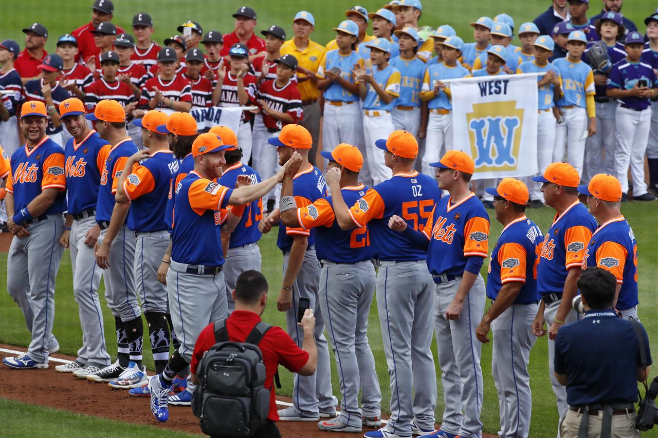 4f091a426 New York Mets  Todd Frazier takes his place along the third baseline after  being introduced before the Little League Classic baseball game against the  ...