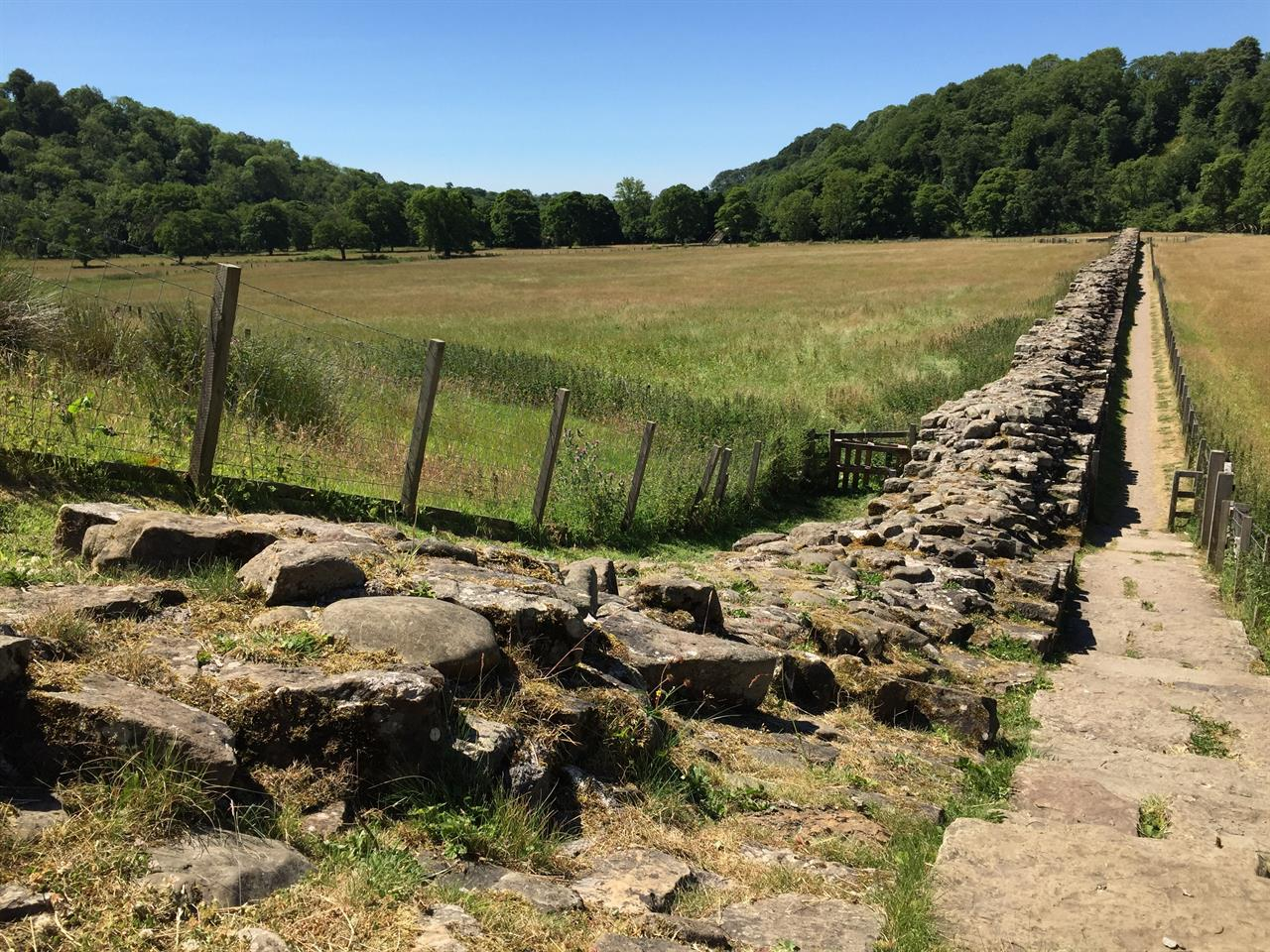 A Border Fence From Ancient Times Hadrian S Wall In