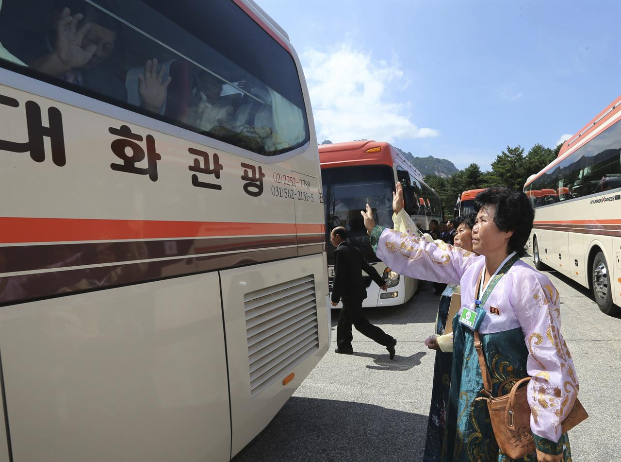 Tears, farewell hugs end 1st round of Korean reunions ...
