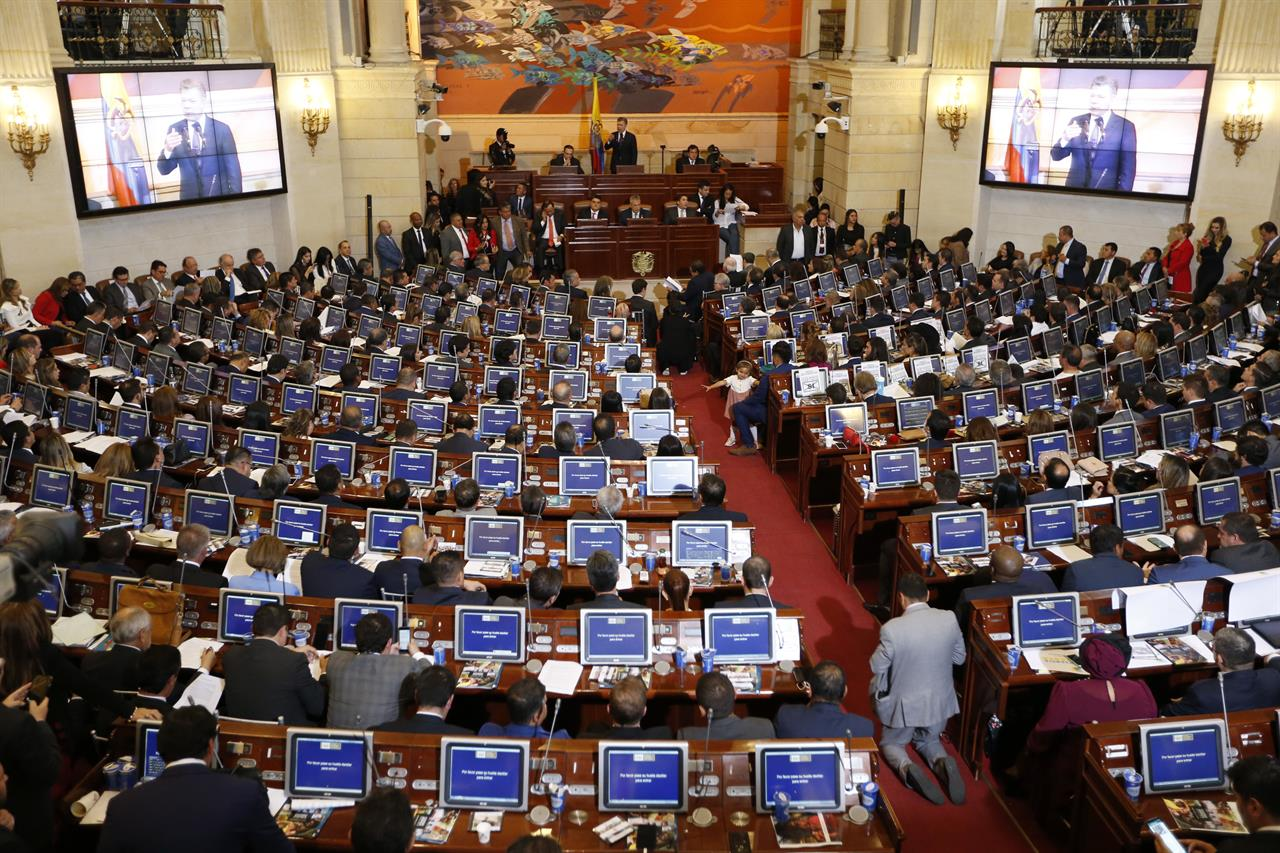 Colombia anti-corruption referendum comes up shy on votes