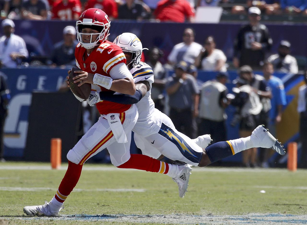 Hill Mahomes Lead Chiefs To 38 28 Victory Over Chargers