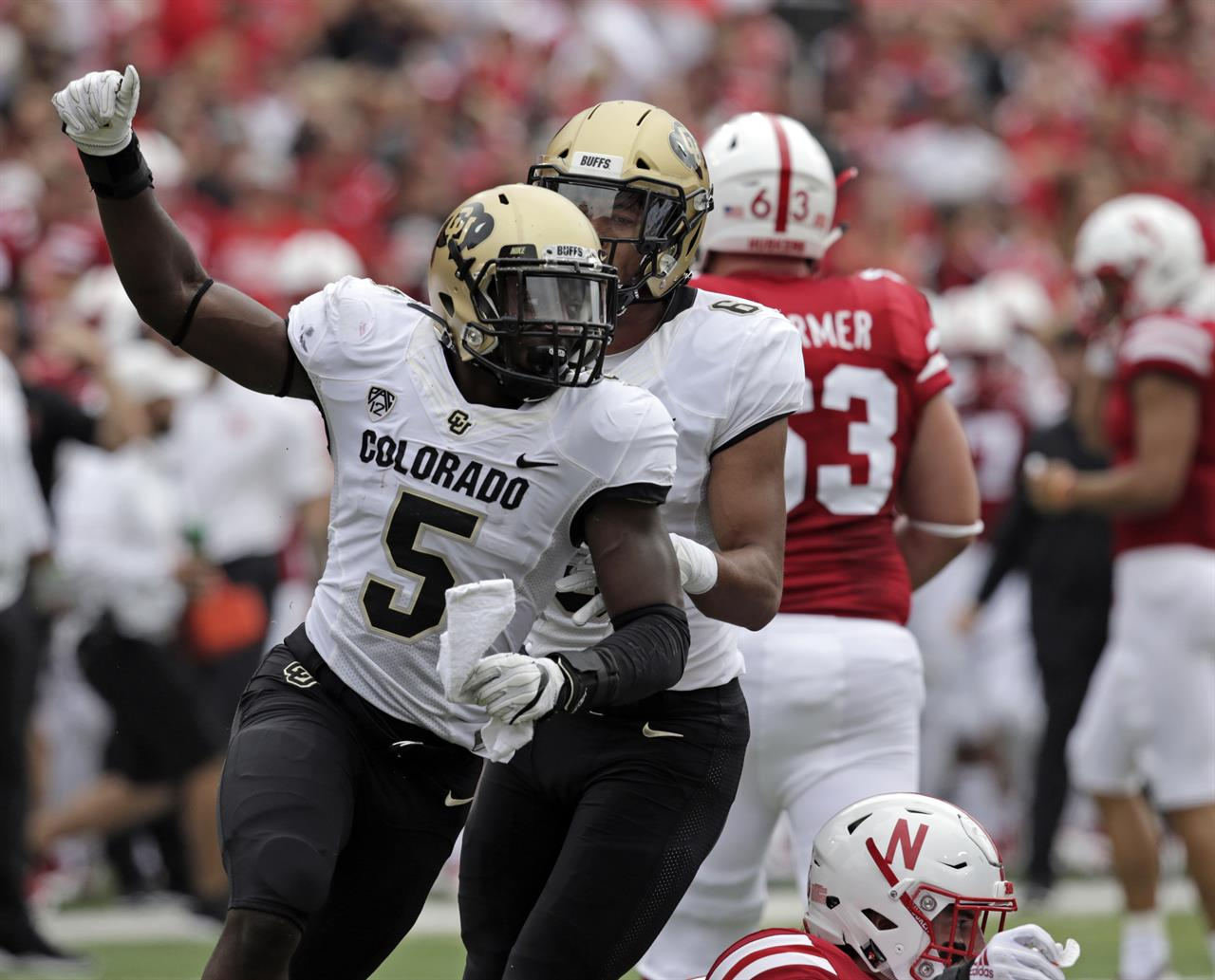 Colorado linebacker finds balance between football and ...