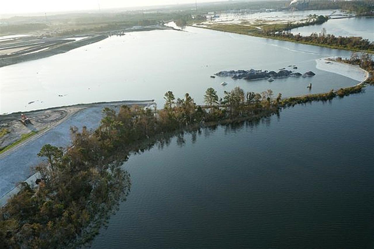 Small north carolina town latest to feel florence 39 s fury for Cabina lago north carolina