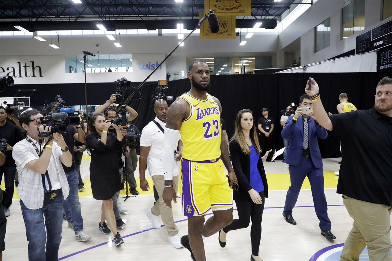 finest selection 3f027 9545e Lakers loving LeBron's leadership in 1st practice together ...