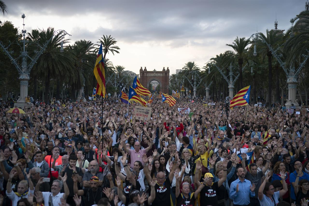 Catalans display devotion to independence on anniversary ...