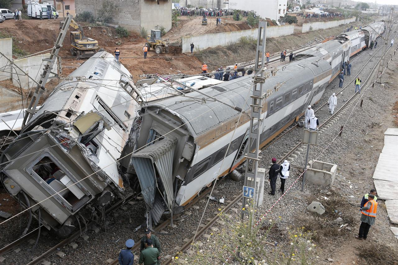 7 killed, almost 80 injured in Morocco train derailment | AM