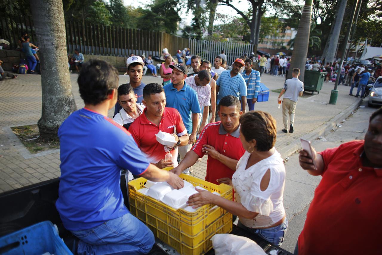 Follow the trek of Venezuelan migrants fleeing on foot ...