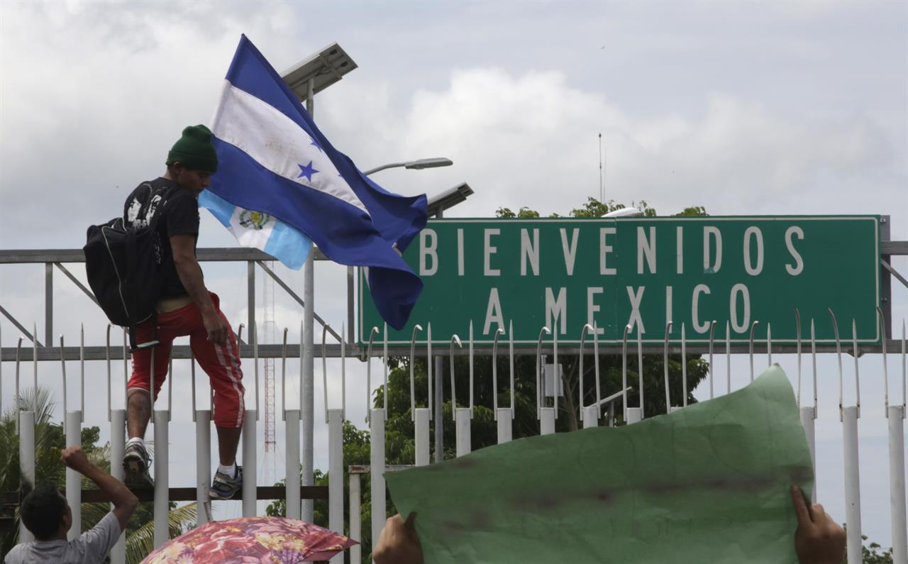 The Latest: Mexico says 2 buses arrive at border crossing