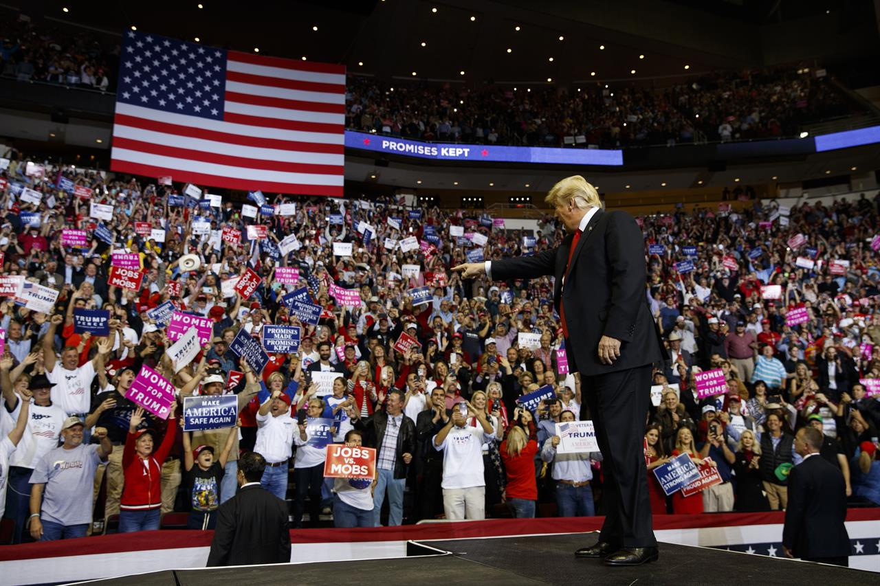 Trump escalates immigration rhetoric at rally to boost Cruz