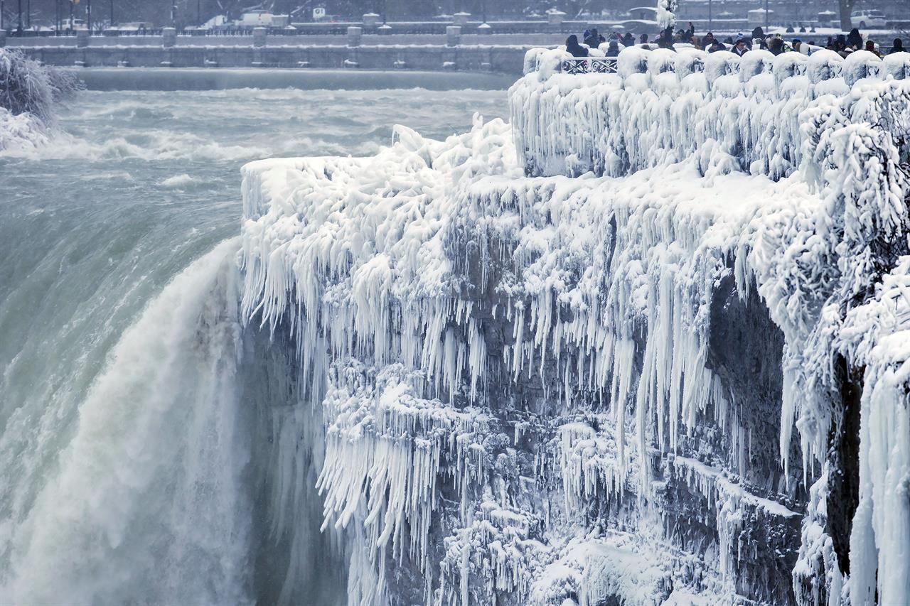 Cold Turns Niagara Falls Into Icy Winter Wonderland The