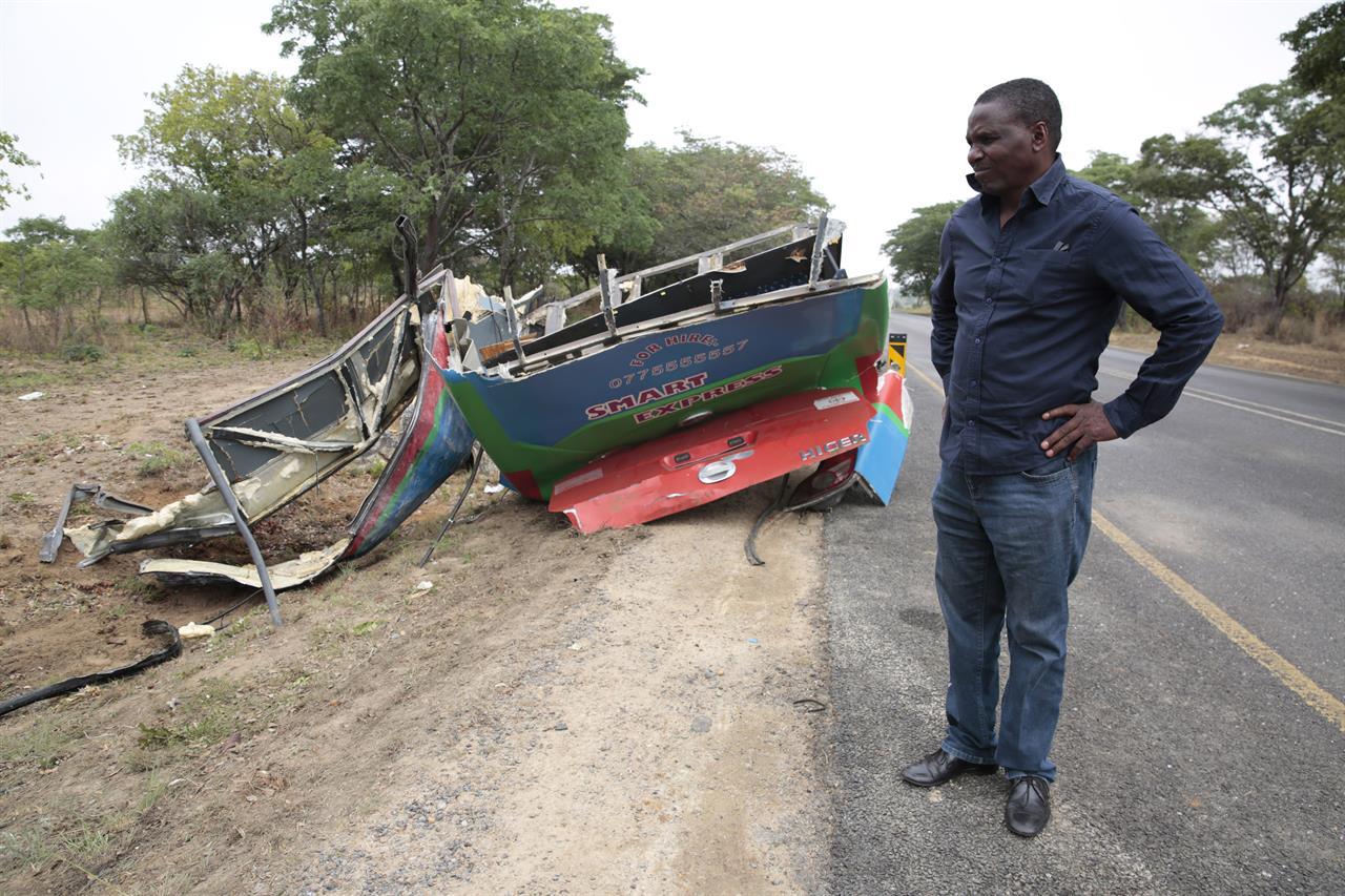 Collision between 2 buses kills 50 in Zimbabwe | AM 1460 The