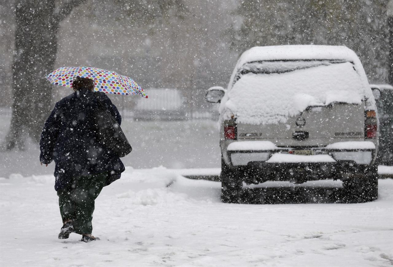 The Latest: Sprawling wintry weather reaches New York City